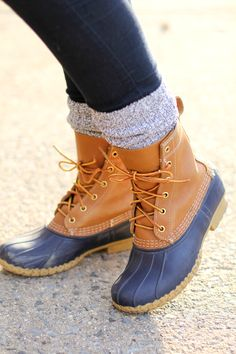 LL bean duck boots NOT SELLLING! Looking for LL bean duck boots in women's size Preferably navy. Let me know if you are selling any! Sock Shoes, Cute Shoes, Me Too Shoes, Snow Boots, Rain Boots, Duck Boots Outfit, Ll Bean Duck Boots, Sperry Duck Boots, How To Wear Leggings