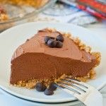 No-Bake Chocolate Cheesecake Pie - OMG Chocolate Desserts.Replace any crust with low carb version and use sugar free sweetener to turn into Low Carb Dessert! No Bake Chocolate Cheesecake, Cheesecake Pie, Chocolate Desserts, Cheesecake Recipes, Chocolate Chips, Chocolate Cake, Oreo Fudge, Hershey Chocolate, Fudge Cake