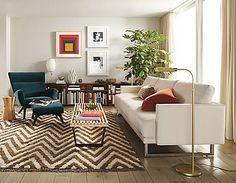 A gente acredita muito na ideia de que a versatilidade dos móveis deve ser explorada ao máximo. Comprar uma cadeira não significa simplesmente comprar um novo assento para a sala de jantar, home office ou cozinha. Se o modelo for colorido e tiver um design bonito, ele pode virar criado-mudo, mesa lateral ou até servirLeia mais
