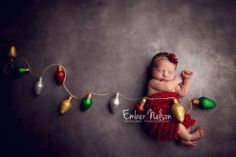 Gorgeous for a Christmas baby! Newborn Christmas Pictures, Newborn Pictures, Baby Pictures, Holiday Pictures, Holiday Ideas, Newborn Photography Poses, Newborn Baby Photography, Photography Ideas, Newborn Session