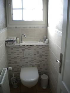 Discover our pictures of our wall-mounted toilet with sink and its incredible unique design. Small Downstairs Toilet, Small Toilet Room, Small Space Bathroom, Small Bathroom Storage, Bathroom Layout, Bathroom Interior, Sink Toilet Combo, Toilet With Sink, Small Bathroom Floor Plans