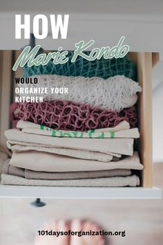 It's time to organize your kitchen with Marie Kondo's kitchen organization tips, because these are tips everyone can use! Marie is leading edge! Kitchen Cupboard Organization, Countertop Organization, Binder Storage, Binder Organization, Declutter Your Life, Marie Kondo, Organizing Your Home, Organize, Konmari
