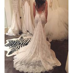 #GaliaLahav Fittings are just what we love the most! You are all invited to our Trunk show in Montréal this week-end! Vous ne voulez pas rater ça !!! On vous attend! We're waiting for you @_erozeHaute couture fashion wedding dresses and luxury evening gown.
