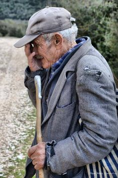 Ζωή στο χωριό: 31 αριστουργηματικές φωτογραφίες που σε γεμίζουν νοσταλγία Old Couples, Old Men, Funny Photos, Old Photos, Greece, Nostalgia, Suit Jacket, Memories, Face