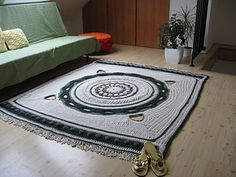 A white-green mandala rug by Magic Carpet Studio. Video has series of crochet charts for each round.