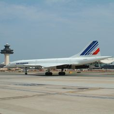 Washington Dulles International Airport The @AirFranceUS Concorde F-BVFA taxis after landing for its final assignment.
