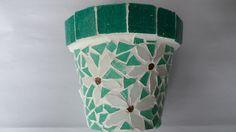 Maceta con mosaico veneciano, $120 en https://ofeliafeliz.com.ar