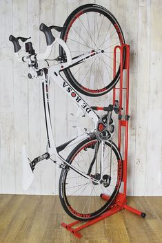 株式会社サイクルロッカー(本社:神奈川県三浦郡葉山町、代表取締役:大久保 紀明)は、室内にてスポーツ自転車を保管するクランクスト... Bike Wall Storage, Vertical Bike Storage, Bicycle Storage Rack, Bicycle Hanger, Diy Bike Rack, Bike Holder, Range Velo, Lowrider Bicycle, Bicycle Workout