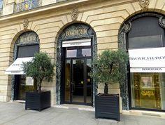 http://www.bestdesignguides.com/luxury-shopping-in-paris-place-vendome-my-coup-de-coeur/
