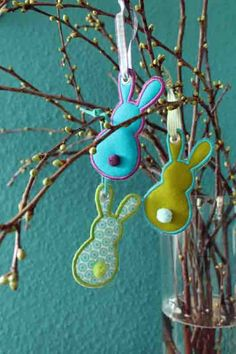 allerbestes: Österliche Anhängsel. Easter Tree Decorations, Handmade Decorations, Easter Crafts, Felt Crafts, Happy Easter, Easter Bunny, Easter Specials, Spring Crafts, Holiday Ornaments
