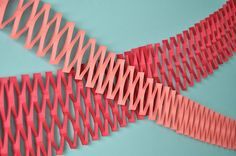 Paper Net Garland 10 DIY Garland Decorating Party Ideas You'll Love Easy Diy Crafts, Fun Crafts, Tissue Paper Garlands, Diy Girlande, Diy Photo Booth, Paper Crafts Origami, Diy Banner, Floral Garland, Felt Fabric