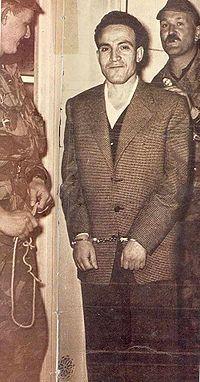 Arrestation de Larbi Ben M'Hidi (Alger, 25 février 1957).  Un très grand homme a qui le pays soit sont indépendance. Tahia Djazair ❤
