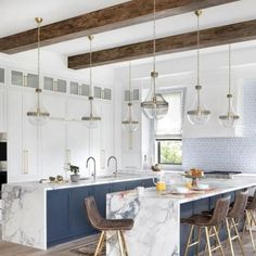 Primrose Pendant | Lighting Connection #lightingconnection #affordablelighting #modernlighting #pendantlighting #clearglass #contemporarylighting #homemakeover #damprated
