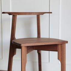 "105 Likes, 7 Comments - 아울퍼니처 김성혜 (@owlfurniture) on Instagram: ""세련미 넘치는 이아이는 'Walnut Chair X' 랍니다 디자인도, 착석감도 최고랍니다 인기 만점인 이 의자는 2개 구매시 할인 적용이 된다는점 홈페이지에서 확인해…"""