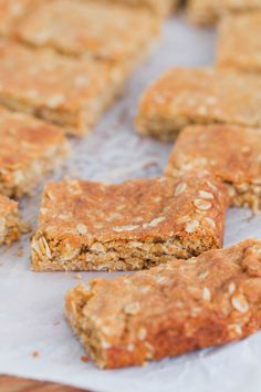 Ourclassic ANZAC Slice takes just 10 minutes to prepare and is perfect for lunchbox snacks! Chewy, sweet and oh-so-delicious (just like yourfavourite ANZAC biscuits!).#ANZAC #slice #recipe #Thermomix #conventional #easy #lunchbox #snacks #Australian Anzac Biscuits, Best Oatmeal, Base Foods, Food Items, Tray Bakes, Slice Recipe, Lunch Box, Easy Meals, Baking Recipes