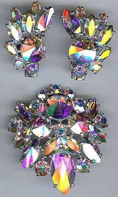 SCHIAPARELLI FACETED AURORA BOREALIS FACETED GLASS RHINESTONE PIN & EARRINGS SET