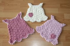 What a cute dress ! The finished size is for a newborn baby to 3 months baby dress or top. This pattern is recommended for an intermediate level crocheter, due to the stitches used: Shell and Cluster. However, with the help of the video tutorial below, this Little White Dress by SarahSweethearts may be an …