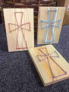 Dancing Commas :: Workshop of Wonders VBS Craft :: String art crosses – Top Of The World Children's Church Crafts, Vbs Crafts, Camping Crafts, Crafts For Teens, Bible School Crafts, Sunday School Crafts, Bible Crafts, Faith Crafts, Idees Cate