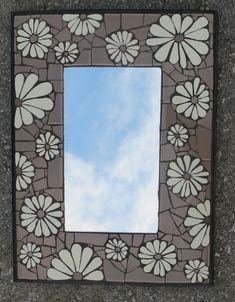Nikki Murray-Mason, a mosaic artist, specialising in flower mosaics, based in Bermuda. Mosaic Artwork, Mirror Mosaic, Mosaic Diy, Mosaic Crafts, Glass Mosaic Tiles, Mosaic Wall, Mosaic Ideas, Stained Glass Birds, Stained Glass Panels
