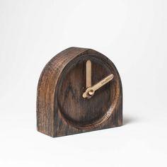 design table clock wooden and stylish Design Table, Wooden Clock, Wooden Tables, Natural Wood, Clocks, Wax, Interior Design, Stylish, Home Decor