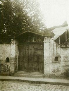 1911 - Teatro Politheama na Rua Formosa. Fundado em 21 de fevereiro de 1892, a terceira casa de espetáculos que São Paulo tinha no período, para cerca de três mil pessoas. Era um barracão de zinco e madeira, amplo, em formato circular, de perfeita solidez, em arco. Era inicialmente um circo, depois apresentou companhias eqüestres, e aí conheceu o auge com companhias líricas. Acabou-se em 27 de dezembro de 1914 completamente destruído em um incêndio.