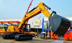 LiuGong - LiuGong Unveiled its Newest, Large Tonnage Excavator at Mining Indonesia, 2013