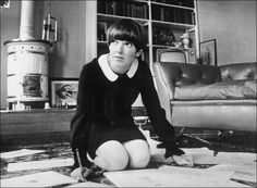 Mary Quant was one of the most famous fashion designers of the her best-known creation was the mini-skirt. [Lynn Jaeger, Why Mary Quant's Swinging Sixties London Look Stills Holds Sway, Vogue Magazine ©Feb Sixties Fashion, Mod Fashion, Fashion Mode, Vintage Fashion, Fashion Styles, Style Fashion, Mary Quant, Swinging London, Jean Shrimpton
