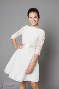 16ab3451e40f Sandberg Designs konfirmationskjoler år 2017. Kjolen Milan er en trekvart ærmet  kjole med en super