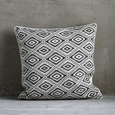 Coussin carré en coton blanc motif ethnique noir Tine K Home