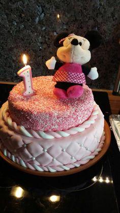 Hey Nadine, da hast du aber eine hübsche Torte gemacht, sieht klasse aus.  Zahlenkerzen sind bei uns im Shop erhältlich.  http://www.tolletorten.com/advanced_search_result.php?keywords=Zahlenkerzen&x=0&y=0