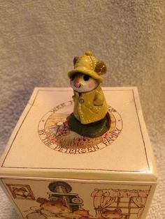 WEE FOREST FOLK April Showers Mouse M-125 Annette Petersen 1991 Chipped
