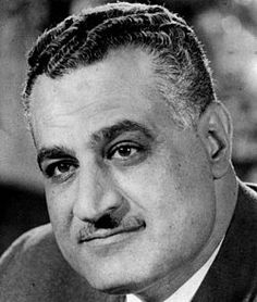 Jamal Abdel Nasser waving to crowd