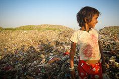 Delhiben elképesztően szennyezett a levegő és a víz, a gyermekek élhetetlen körülmények között élnek.