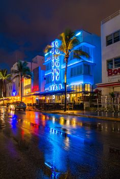 This private Miami Photography tour is 3 hours long, and the price includes 1 or 2 people. It includes pick up and drop off from your hotel in Miami Miami Beach, Miami Sunset, Miami Florida, Florida Beaches, City Aesthetic, Travel Aesthetic, Beach Aesthetic, Dream Vacations, Vacation Spots