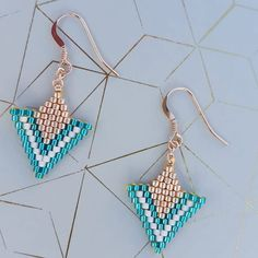 Beaded Earrings, Crochet Earrings, Brick Stitch Earrings, Christmas Ornament Crafts, Triangle Earrings, Peyote Stitch, Or Rose, Beading, Creations