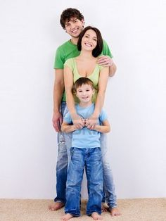 3 person family portrait ideas~could do with 4 if the 4th is short too!