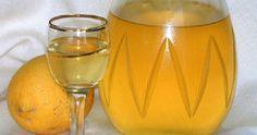 Ingredientes: Casca de 4 limões - sem a parte branca 350ml de vodka 250g de açúcar 400ml de água Coloque numa garrafa de boca la...