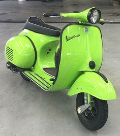 Vespa VBB Piaggio Park Green 321.Classic Moped Art&Design @classic_car_art #ClassicCarArtDesign