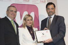 Agencia EFE recibió el Premio EL CAMINO DE EMPRENDER durante la MADRID WOMAN'S WEEK 2015 por la dedicación de una sección a visibilizar el emprendimiento y todo el ecosistema emprendedor desde EFE Emprende, apoyado por EFE Empresa; con la importancia prescriptora que EFE tiene sobre miles de medios de comunicación. Ambos proyectos liderados por Andrés Dulanto, que recogió el premio de manos de Carmen Mª García y de Juanma Romero (TVE), presidente del Jurado.