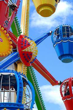 Rainbow | Arc-en-ciel | Arcobaleno | レインボー | Regenbogen | Радуга | Colours | Texture | Style | Form | Fun Fair.