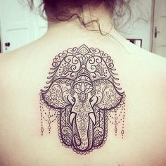 Make a powerful fashion statement with these quirky hamsa tattoos. Look through our incredible collection of tattoo designs here for more inspiring ideas. Wörter Tattoos, Tattoo Henna, Tatuajes Tattoos, Tattoo Trend, Trendy Tattoos, Body Art Tattoos, Cool Tattoos, Tatoos, Hasma Tattoo