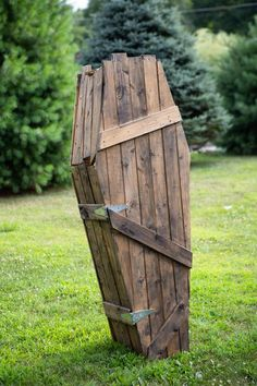 Coffin Prop or Halloween decoration (local pickup only) - - Halloween Lawn Decorations, Halloween Yard Displays, Halloween Wood Crafts, Halloween Coffin, Homemade Halloween, Outdoor Halloween, Scary Halloween, Holidays Halloween, Halloween Blanket