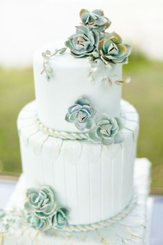 32 Green Wedding Cake Inspiration with Classy Design - Bellestilo Beautiful Wedding Cakes, Gorgeous Cakes, Pretty Cakes, Amazing Cakes, Perfect Wedding, Grayed Jade Wedding, Succulent Wedding Cakes, Succulent Cakes, Edible Succulents