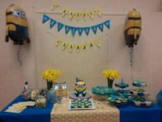 like the blue table cloth with yellow polka dot on top...