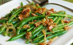 Green beans with caramelized onion and bacon