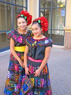 Girls in traditional dress   Flickr: Intercambio de fotos