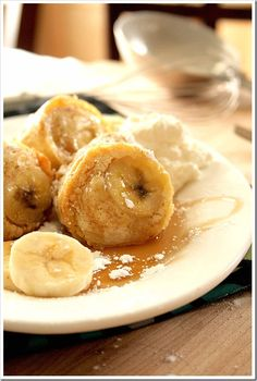 Elvis Inspired Peanut Butter and Banana Popovers from Doughmesstic (http://punchfork.com/recipe/Elvis-Inspired-Peanut-Butter-and-Banana-Popovers-Doughmesstic)