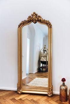Nina Schwichtenberg's hallway with baroque mirror and home accessories in gold. More on w Home Decor Bedroom, Living Room Decor, Decor Interior Design, Interior Decorating, Furniture Design, Deco Studio, Vintage Mirrors, Floor Mirror, Mirror House