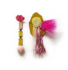 Nikki Couppee, Troll Pendientes del pelo de la franja, plexiglás, latón, plata esterlina, plata fina, objetos encontrados