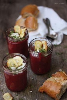 Rote Bete-Suppe mit Ziegenkäse, Kresse und Pastinaken-Chips + Give Away {Ball Jars von American Heritage}